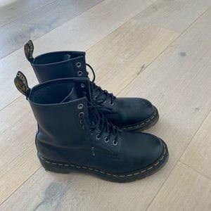 Dr Martens 1460 8 eyes combat boots Size 6